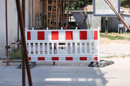 Foto de Señal de tráfico de camino cerrado aviso - Imagen libre de derechos