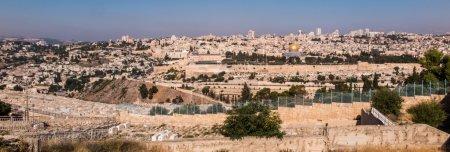 Photo pour Panorama surplombant la vieille ville de Jérusalem, Israël, y compris le Dôme du Rocher et le mur occidental. Tiré du Mont des Oliviers . - image libre de droit