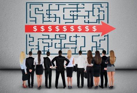 Businees team thinking Dollar sign maze