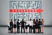 Businees csapat gondolkodás dollárjel labirintus