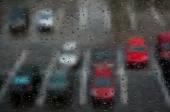 Dešťové kapky na okně