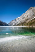 Jezero v zimě