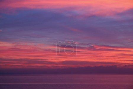 Photo pour Photos non éditées avec de vraies couleurs du coucher du soleil d'hiver au-dessus de la Manche - image libre de droit