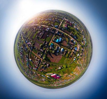 Photo pour Photographie panoramique du village russe. Tiré de quadcopter - image libre de droit