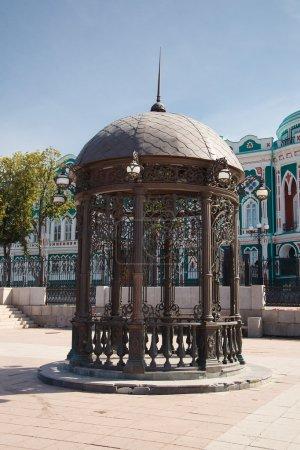 Round metallic pavilion