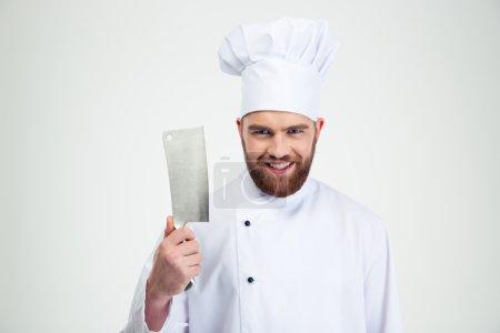 Photo pour Portrait d'un cuisinier souriant montrant un gros couteau coupé isolé sur un fond blanc - image libre de droit
