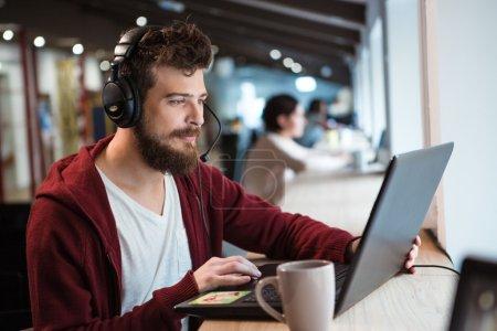 tisch, computer, eins, sitzung, Junge, Erwachsene - B88918786