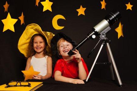kids playing sky watchers