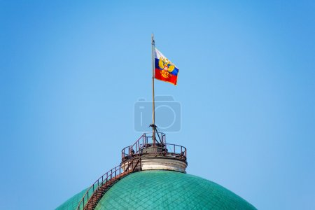 Photo pour Russian flag on Senate Palace in Moscow Kremlin in Moscow, Russia - image libre de droit