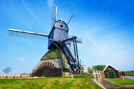 Pumping windmill in Holland