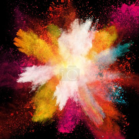 Photo pour Lancé de poudre colorée, isolée sur fond noir - image libre de droit
