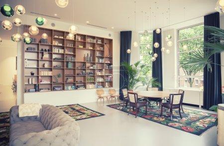 Photo pour Réunion aria dans nouveau conçu immeuble de bureaux pour les petites entreprises, la Haye, peach sevil architecte - image libre de droit