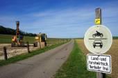 Silnice a buldozers