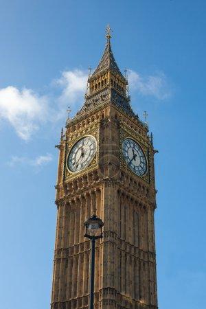 Photo pour La Tour Elizabeth (anciennement appelée la Tour de l'Horloge) du palais de Westminster avec la deuxième plus grande horloge du monde nommée Big Ben . - image libre de droit