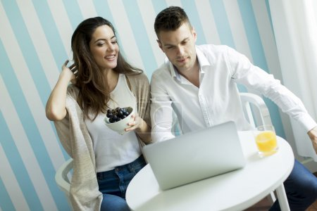 Couple websurfing at home