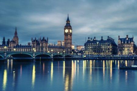 Photo pour Big ben et la chambre du Parlement dans la nuit, Londres, Royaume Uni - image libre de droit