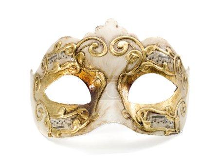 Photo pour Masque vénitien d'or se ressichant vers le haut d'isolement sur le fond blanc - image libre de droit