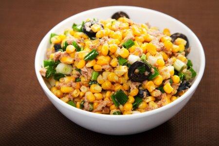 Salad with tuna fish and white corn