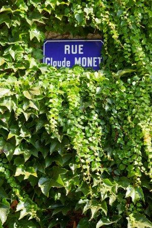 Photo pour Panneau rue Claude Monet à Giverny, la ville natale de Claude Monet - image libre de droit