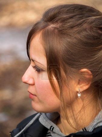 Photo pour Belle adolescente à l'extérieur - image libre de droit