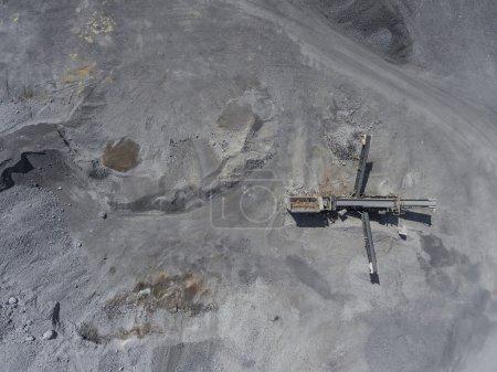 Photo pour Paysage dégradé dans le sud de la Pologne. Terres détruites. Vue d'en haut . - image libre de droit