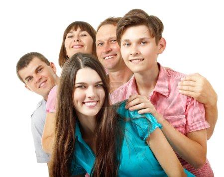 Photo pour Heureuse grande famille caucasienne s'amuser et sourire sur blanc - image libre de droit