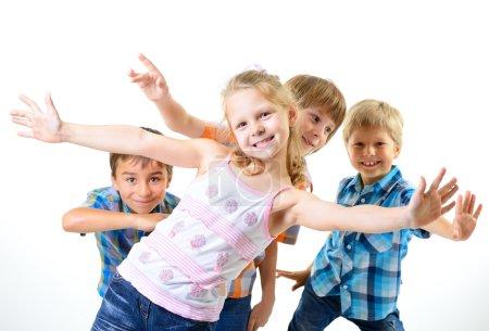 Photo pour Amis heureux d'enfants souriants ont, isolé sur fond blanc - image libre de droit