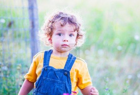 Photo pour Portrait de bébé garçon de 1 an en plein air . - image libre de droit