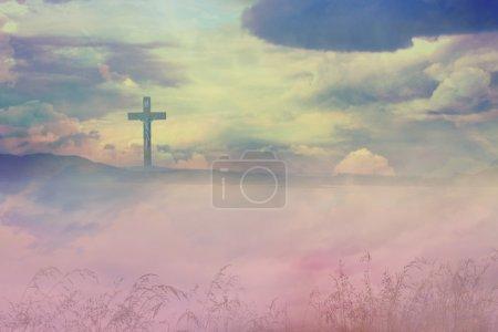 Photo pour La Croix de Jésus-Christ et les belles nuées - image libre de droit