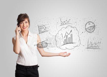 Foto de Chica de negocios presentando gráficos dibujados a mano y gráficos concepto - Imagen libre de derechos