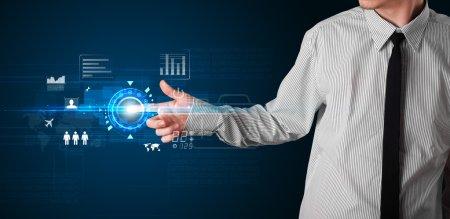 Photo pour Homme d'affaires touchant les futurs boutons et icônes de la technologie web - image libre de droit