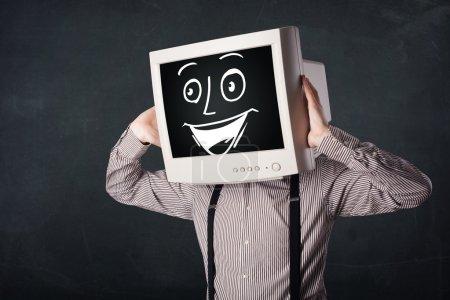 Photo pour Homme d'affaires heureux avec une tête de moniteur d'ordinateur personnel et un visage souriant - image libre de droit