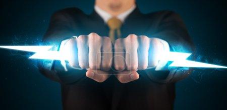 Foto de Hombre de negocios con rayo que brilla intensamente en su concepto de manos - Imagen libre de derechos