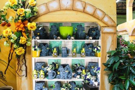 Decorative items for the garden in the mall Mondoverde. Taneto,