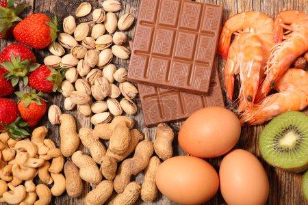 Photo pour Collection d'allergie alimentaire supérieure vue sur table - image libre de droit