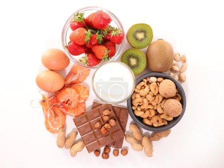 Photo pour Collecte de nourriture allergie isolé sur blanc - image libre de droit