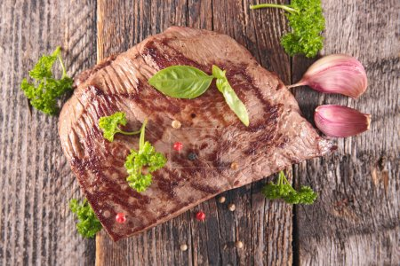 Grilled beef with parsley and basil