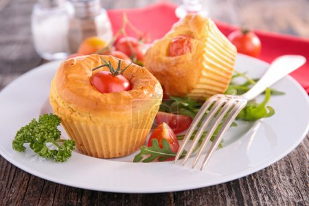 Tomato muffins with herb