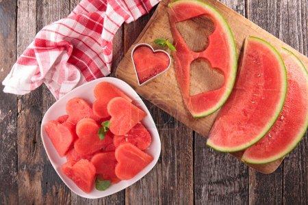 Photo pour Melon d'eau frais sucré, vue sur la table - image libre de droit