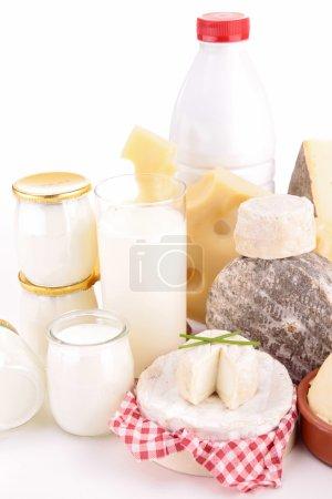 Photo pour Assortiment de produits laitiers isolé sur fond blanc - image libre de droit