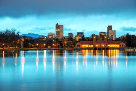 Photo pour Centre-ville de Denver, Colorado le matin tel que vu de City Park - image libre de droit