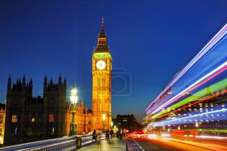 Photo pour Tour d'horloge à Londres à l'heure de nuit - image libre de droit