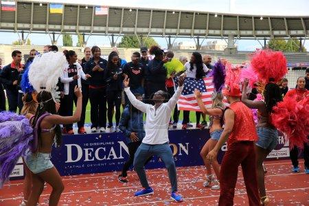 """Photo pour L """"équipe américaine d'athlétisme célèbre sa première place aux Jeux internationaux en plein air DecaNation le 13 septembre 2015 à Paris, France . - image libre de droit"""