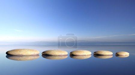 Photo pour Rangée de pierres zen de grande à petite dans l'eau avec un ciel bleu et un paysage paisible . - image libre de droit