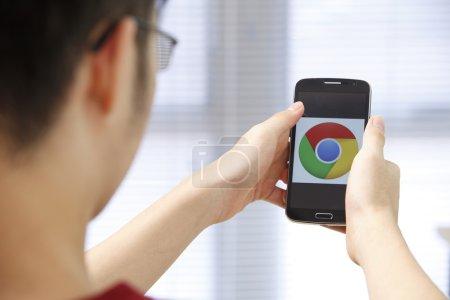 Phone with runnig app in