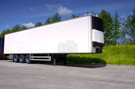 air conditioned truck trailer for haulage transporting