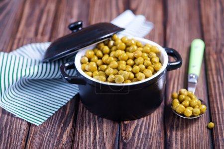 green peas in pot