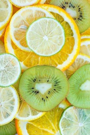 Photo pour Mélanger les tranches de fruits et agrumes, kiwi, fruit - image libre de droit