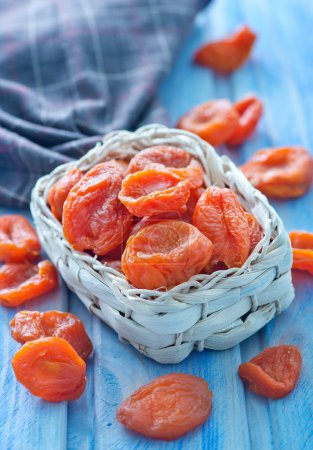 Dry apricot in bowl
