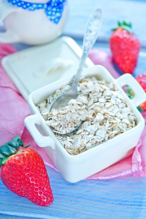 Oat flakes with strawberry